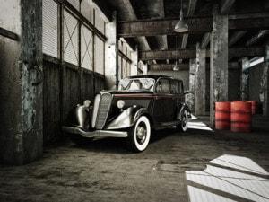 oldtimer in einer alten fabrikhalle