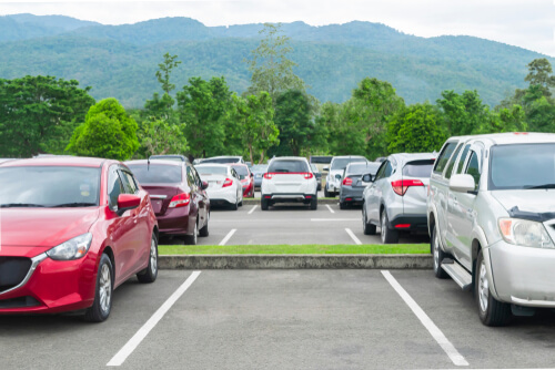 Stellplätze und Firmenparkplatz